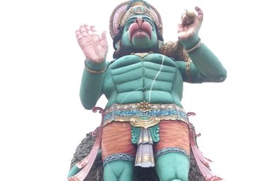 Гигантская статуя Ханумана у храма